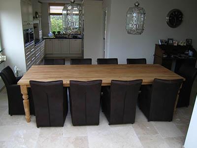 Grote eettafel voor tien stoelen 091112